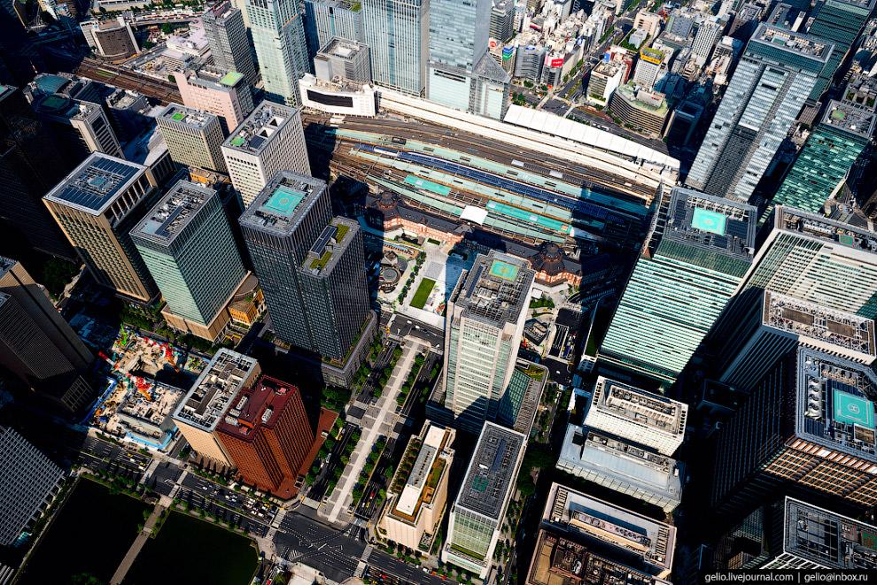 3. Операторами станции Токио являются две крупнейшие железнодорожные компании Японии и столичный мет