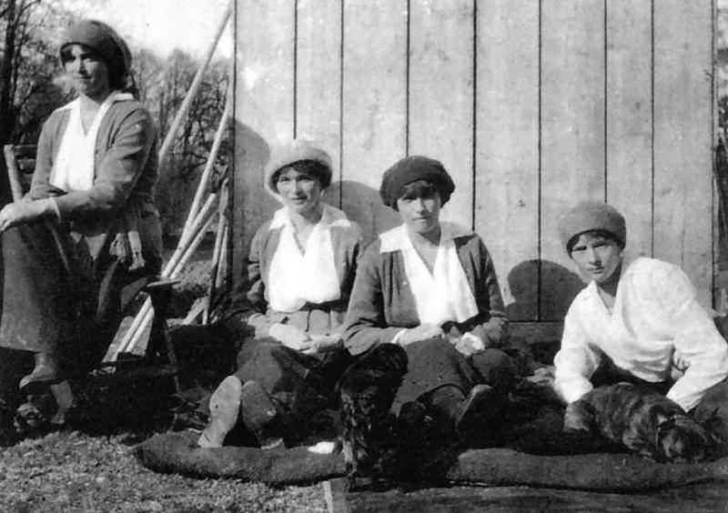 Как семья Романовых жила последние дни перед трагической казнью (10 фото)