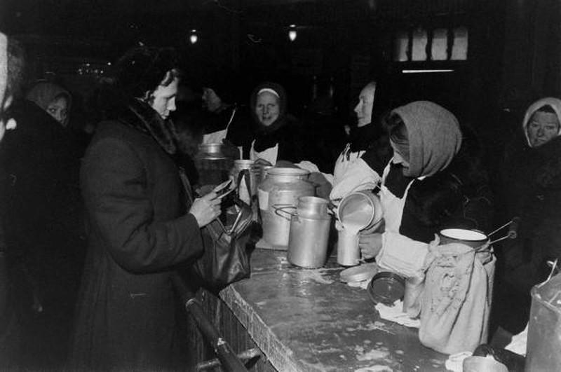 В тот день было куплено на рынке парное молочко для сына и сушеные грибочки для супа. Молоко наверня