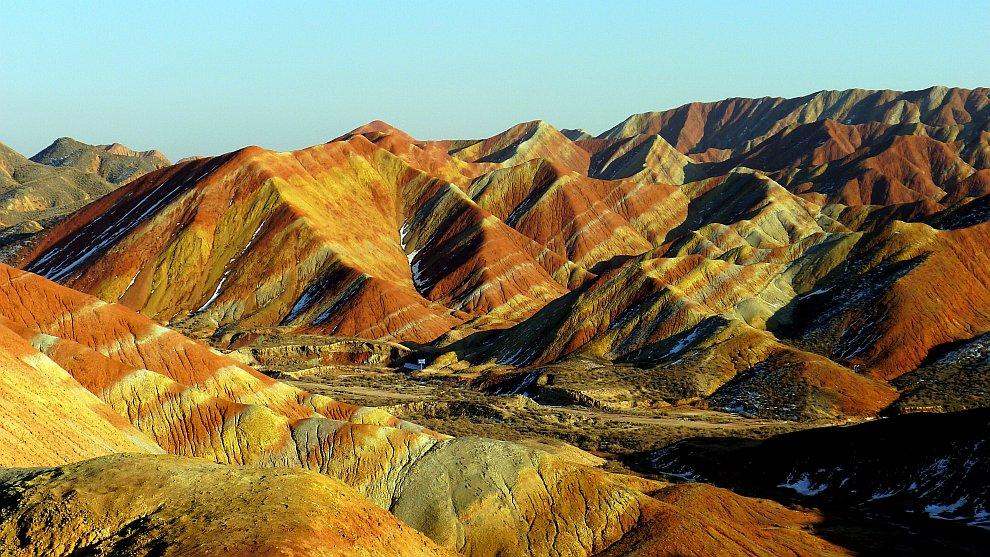 Другой характерной особенностью ландшафта Данься является появление многочисленных изолированных и у