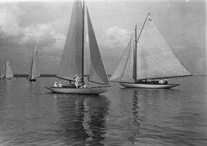 Яхта на дистанции гонок по Финскому заливу