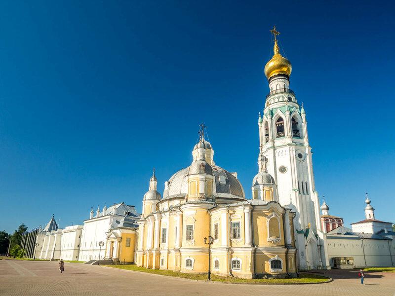 Кремль: Воскресенский собор, колокольня Софийского собора.