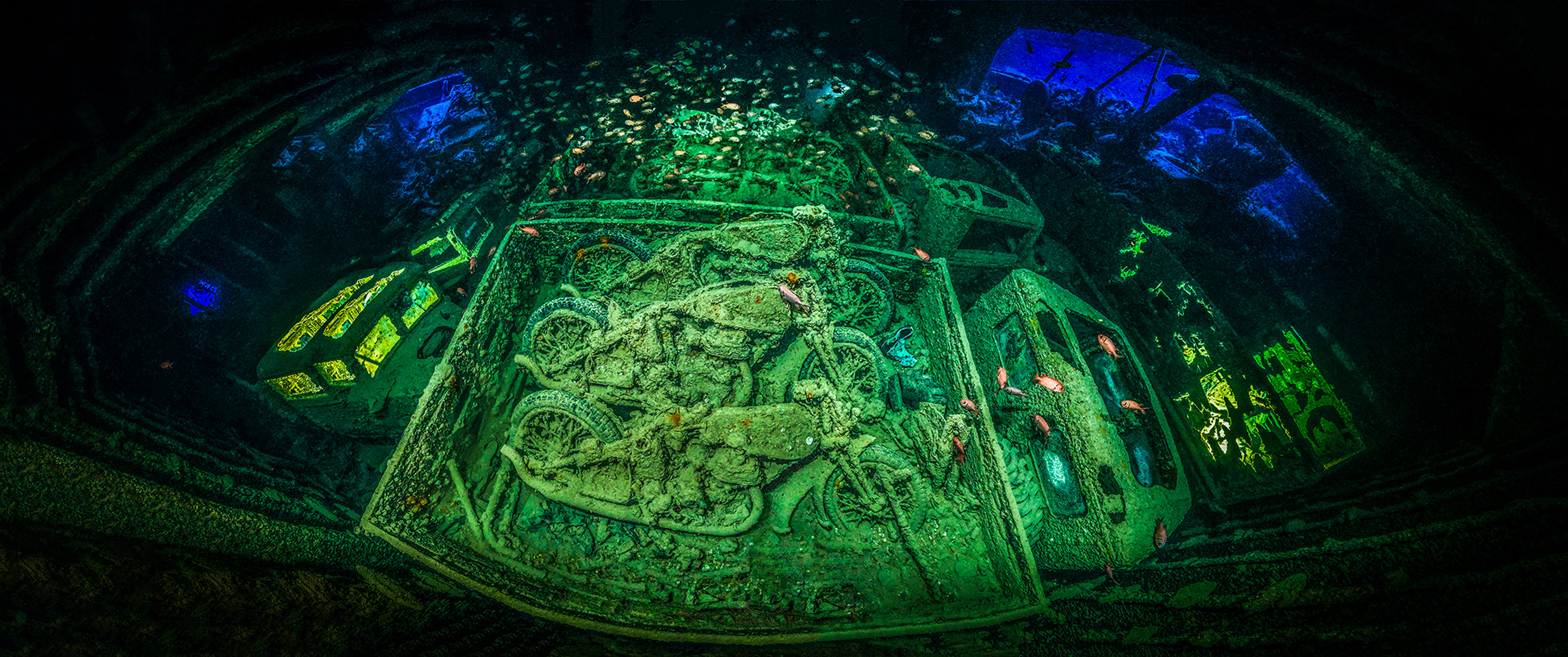 Фотография военных мотоциклов Norton 16H выиграла конкурс  «Underwater Photograph Of The Year»