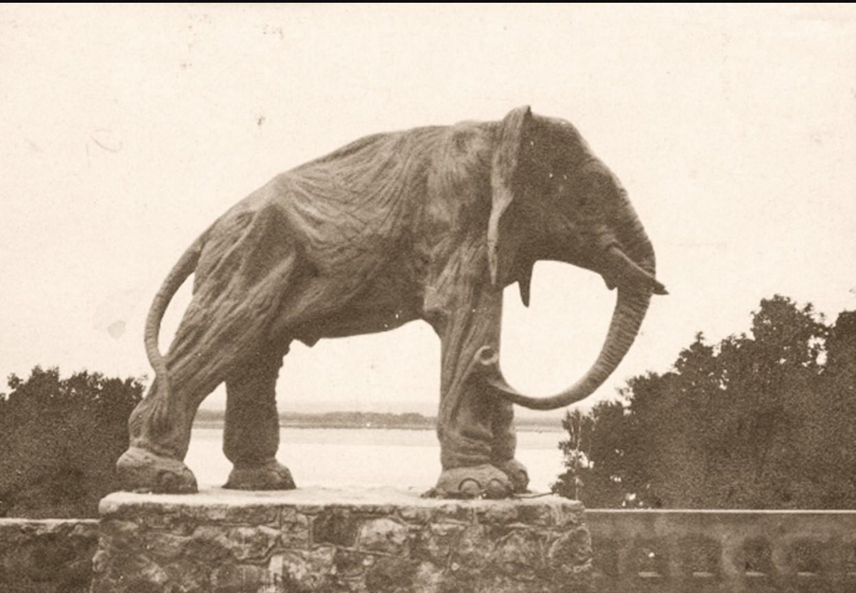 Окрестности Самары. Скульптура слона на даче К.П. Головкина