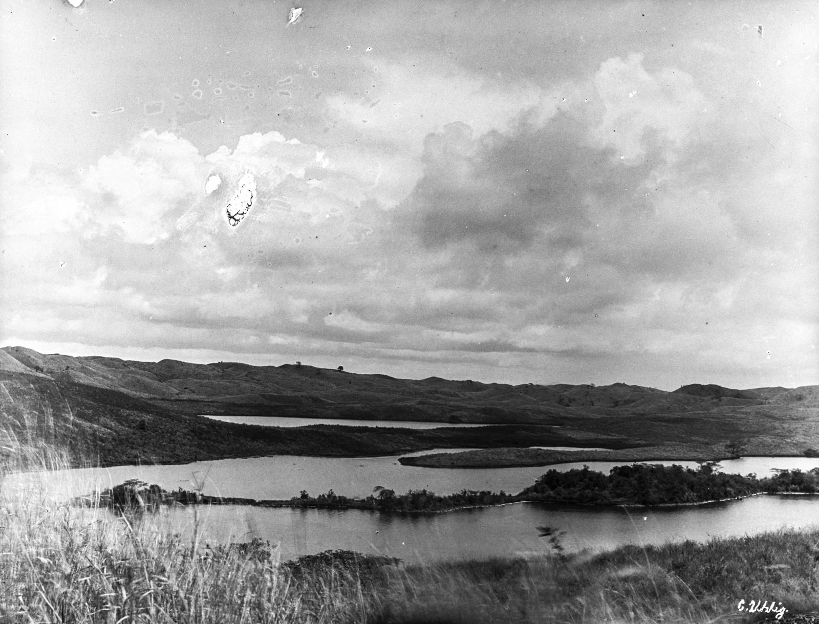 177. Озеро Натрон на востоке горы Меру