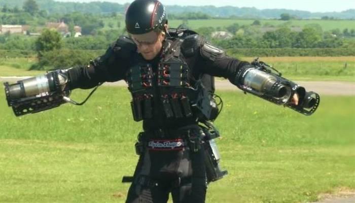 Железный человек уже реален: создан первый работающий реактивный костюм (4 фото)
