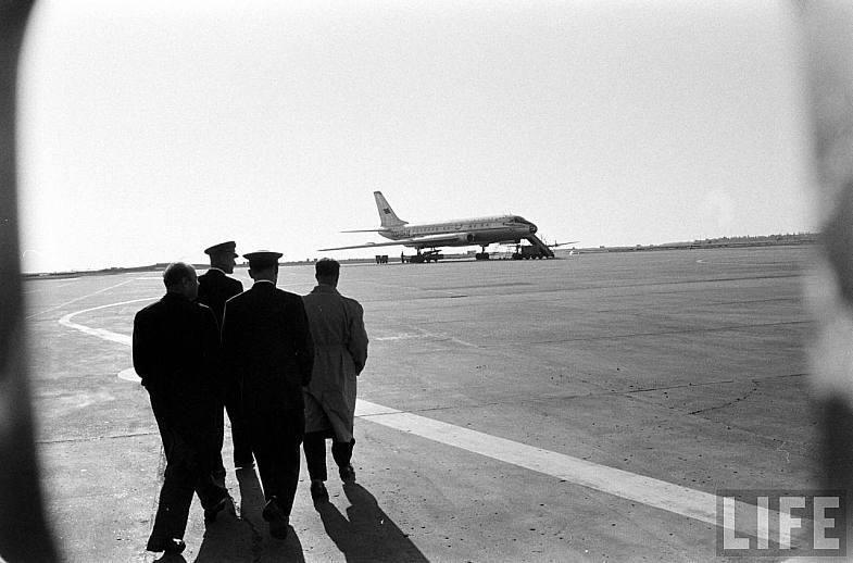 Неудивительно, что самолет приобрел нехорошую славу. В 1960 году лайнер Ту-104 был снят с производст