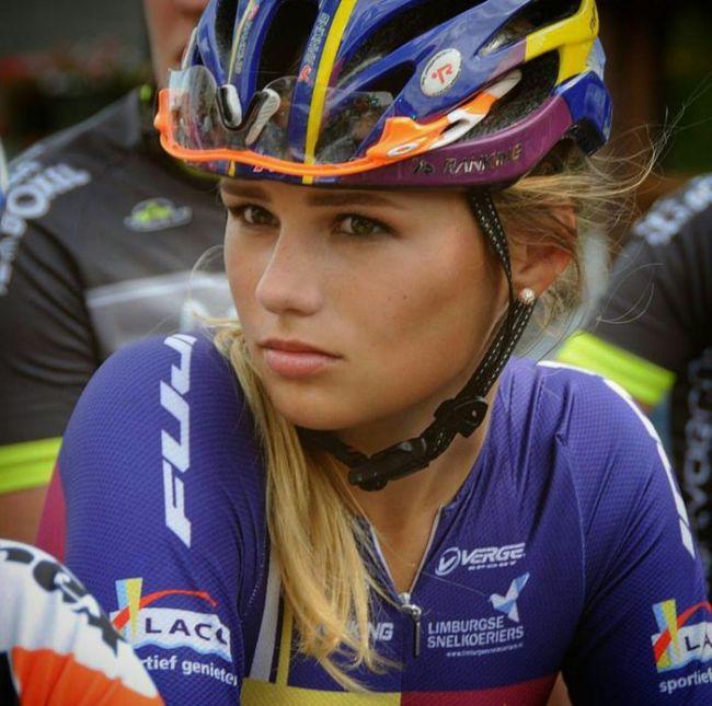 Пак Мунен – очаровательная велосипедистка из Голландии (12 фото)