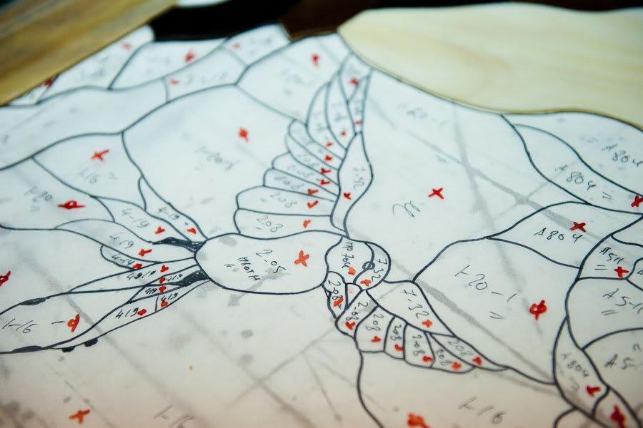 Может показаться, что всю творческую работу делает художник, а мастеру остаётся только вырезать по ш