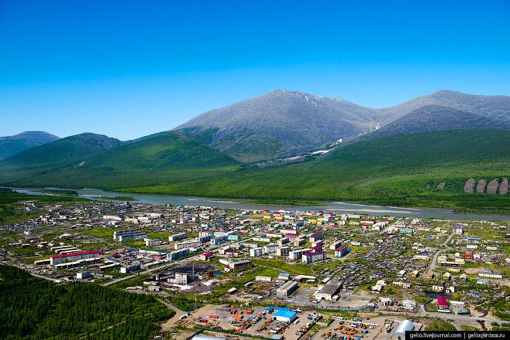 Якутский посёлок Усть-Нера: летний вид на полюс холода (20 фото)
