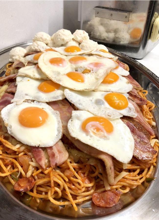 Большая жратва: съесть спагетти и умереть