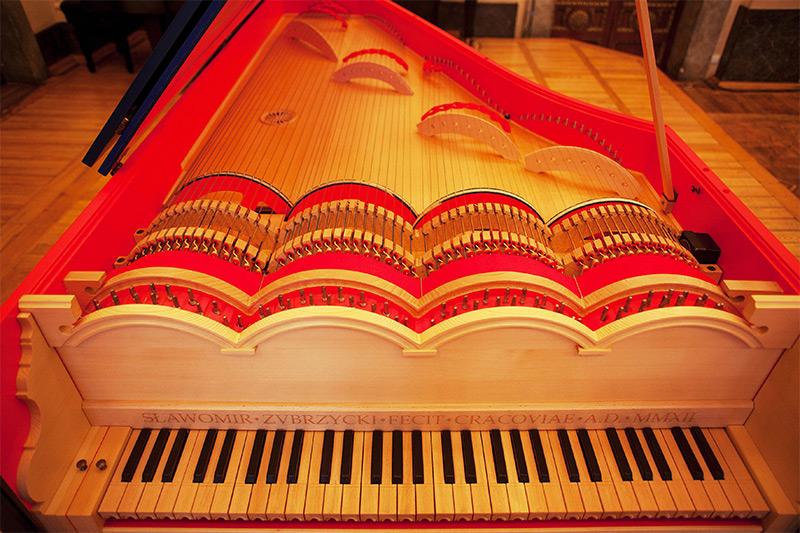 Polish Concert Pianist Builds a 'Viola Organista' Based on a 500-Year-Old Leonardo Da Vinci Sketch