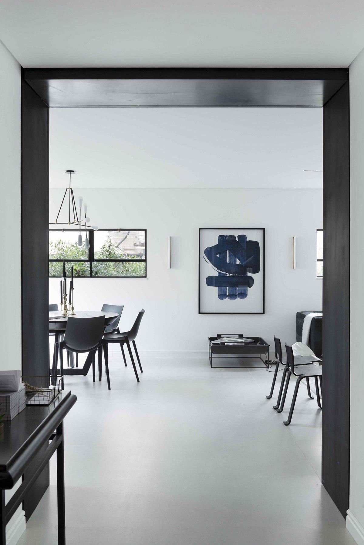 Абстрактные квартиры в интерьере