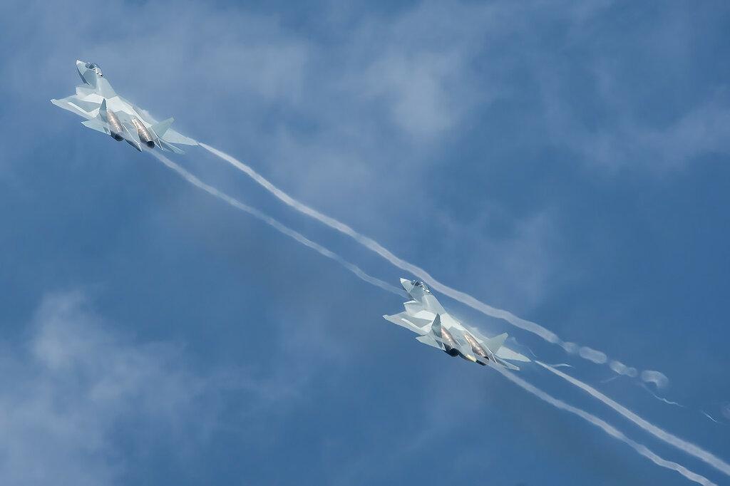 Пара ПАК ФА (Т-50) во время имитации ближнего воздушного боя