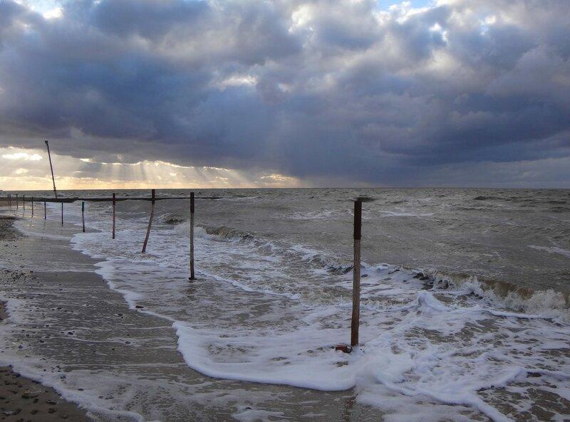 У прибоя ... На финише октября, в городе у моря Азовского. (87).JPG