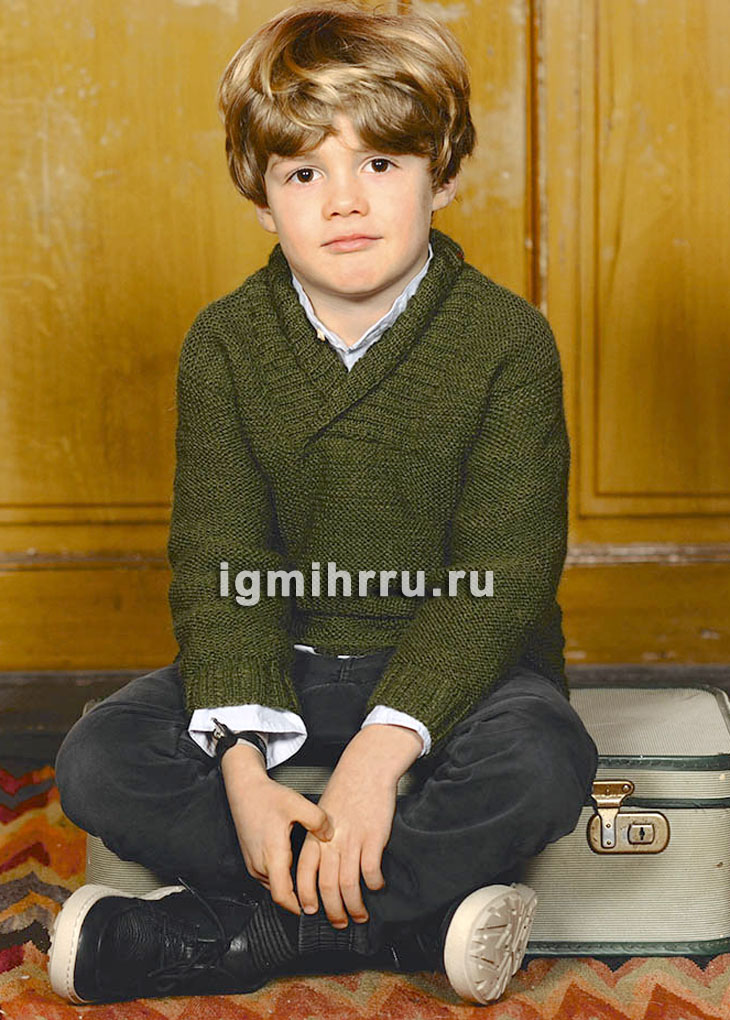 Для мальчика 2-12 лет. Шерстяной пуловер цвета мха, связанный платочной вязкой. Вязание спицами
