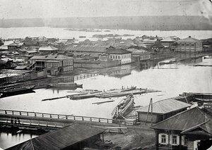 Панорама г. Енисейска по правому берегу реки Мельничной от Большого моста во время наводнения
