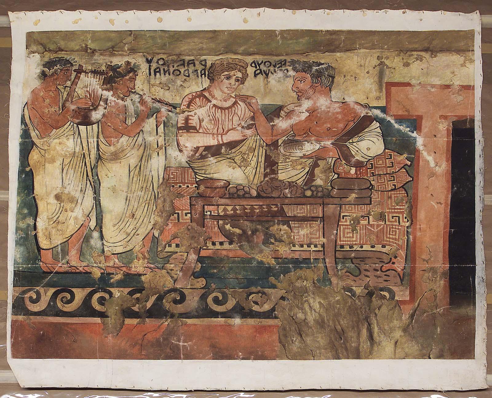 Курган с Гробницей шитов и кресел.  Изображение на правой стене, слева