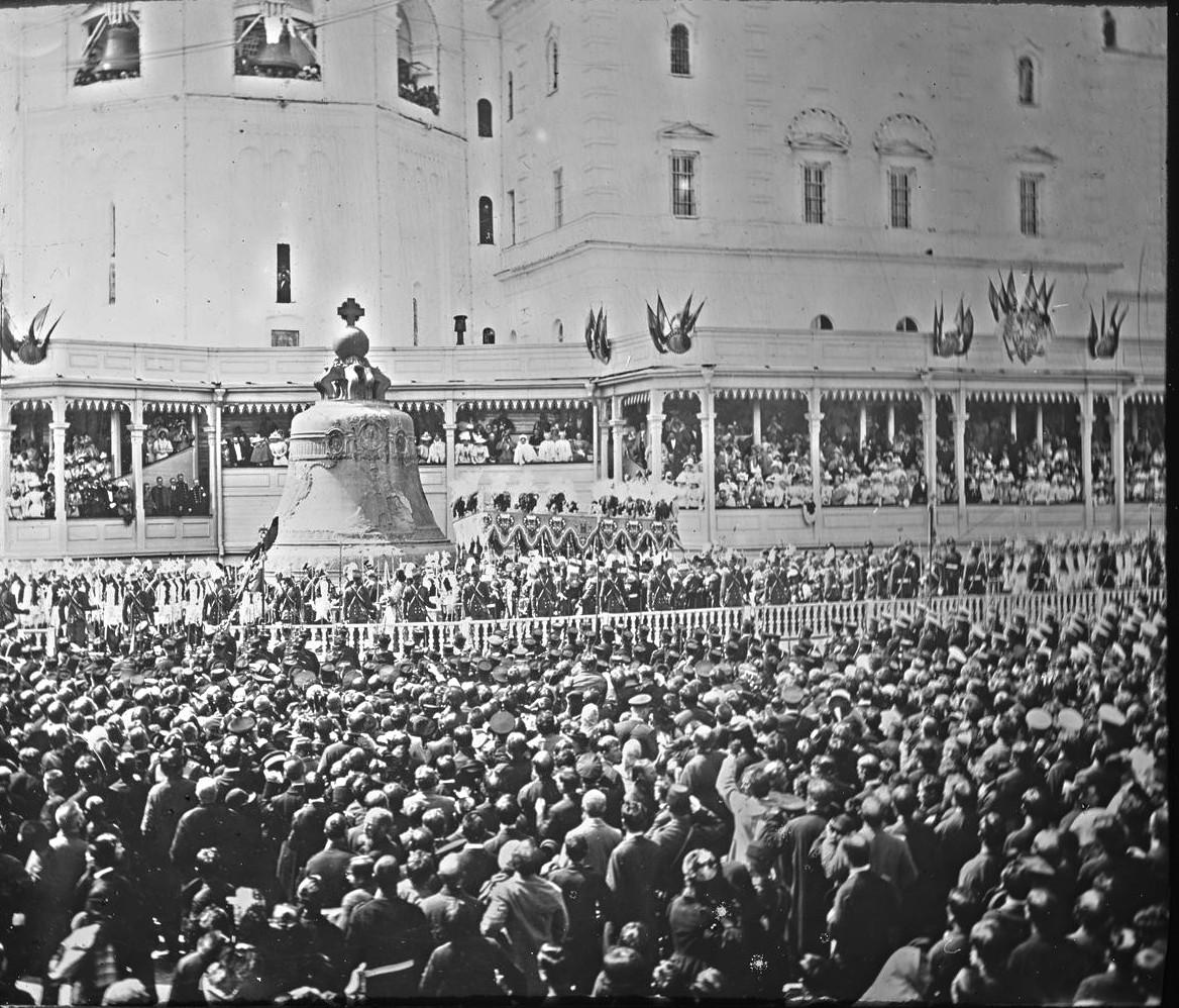 Процессия в Кремле после коронации