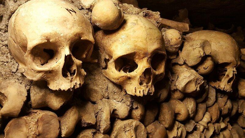 catacombs-2109028_1920.jpg