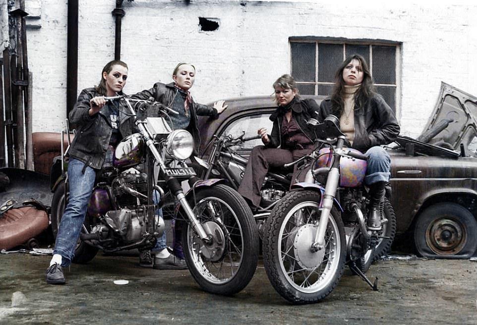 Девушки из банды байкеров «Ангелы Ада» в цвете