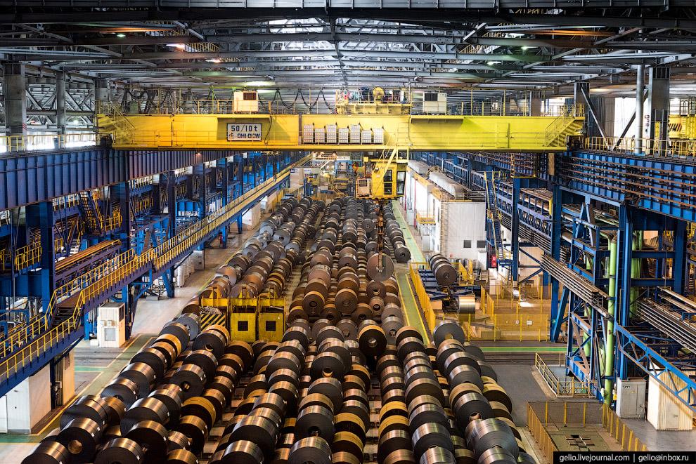 60. На агрегат цинкования стальной прокат приходит в рулонах. Их разматывают и сваривают, чтобы полу