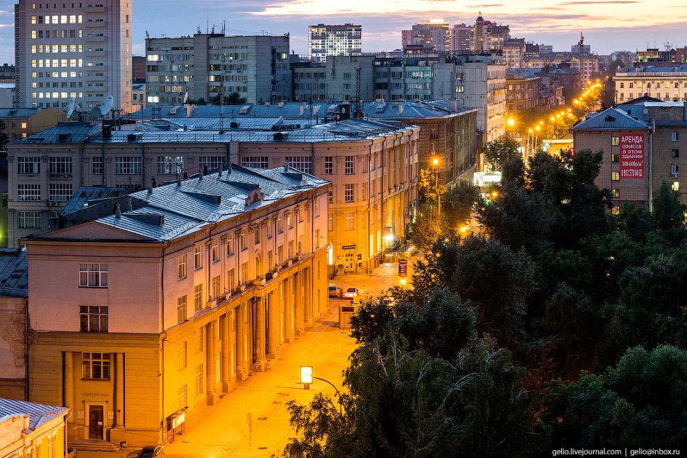 48. Здания отелей и бизнес-центров в деловой части Новосибирска.