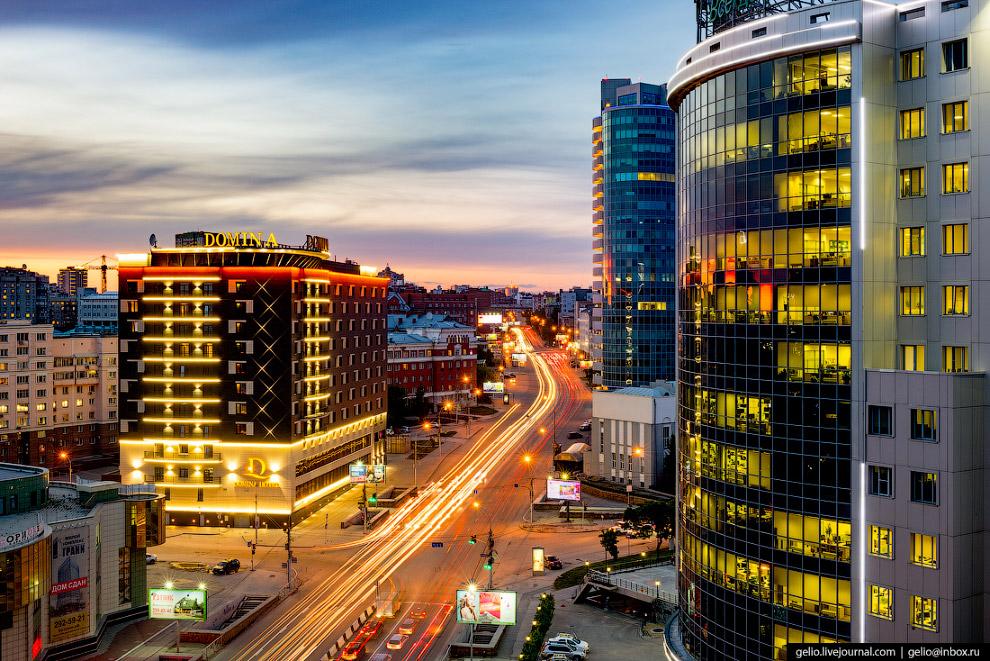 51. Димитровский — один из трёх действующих автомобильных мостов через Обь в Новосибирске.