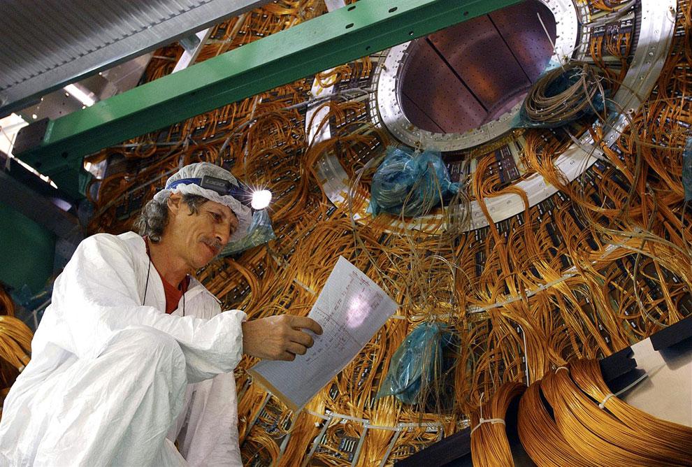 Большим коллайдер назван из-за своих размеров: длина основного кольца ускорителя составляет 26 659 м