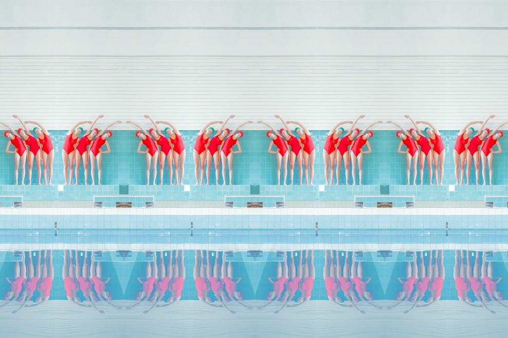 В бассейне: серия фотоманипуляций Maria Svarbova (8 фото)