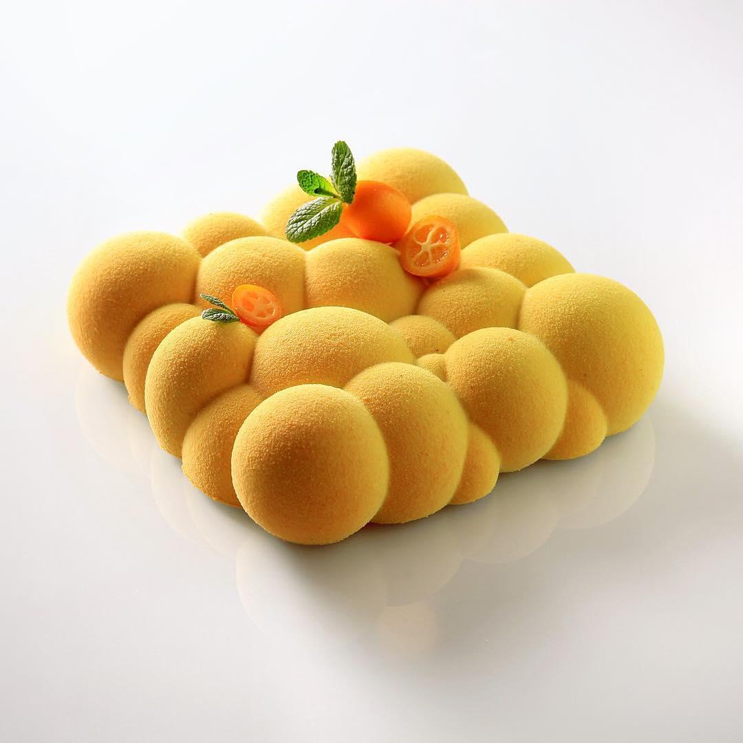 Composition: crunchy layer, sponge cake with dry apricot, cremeux dulcey-apricot, confit apricot-kum
