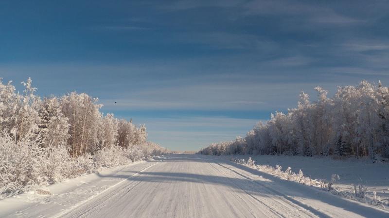 Управление снегоходом при пересечении шоссе