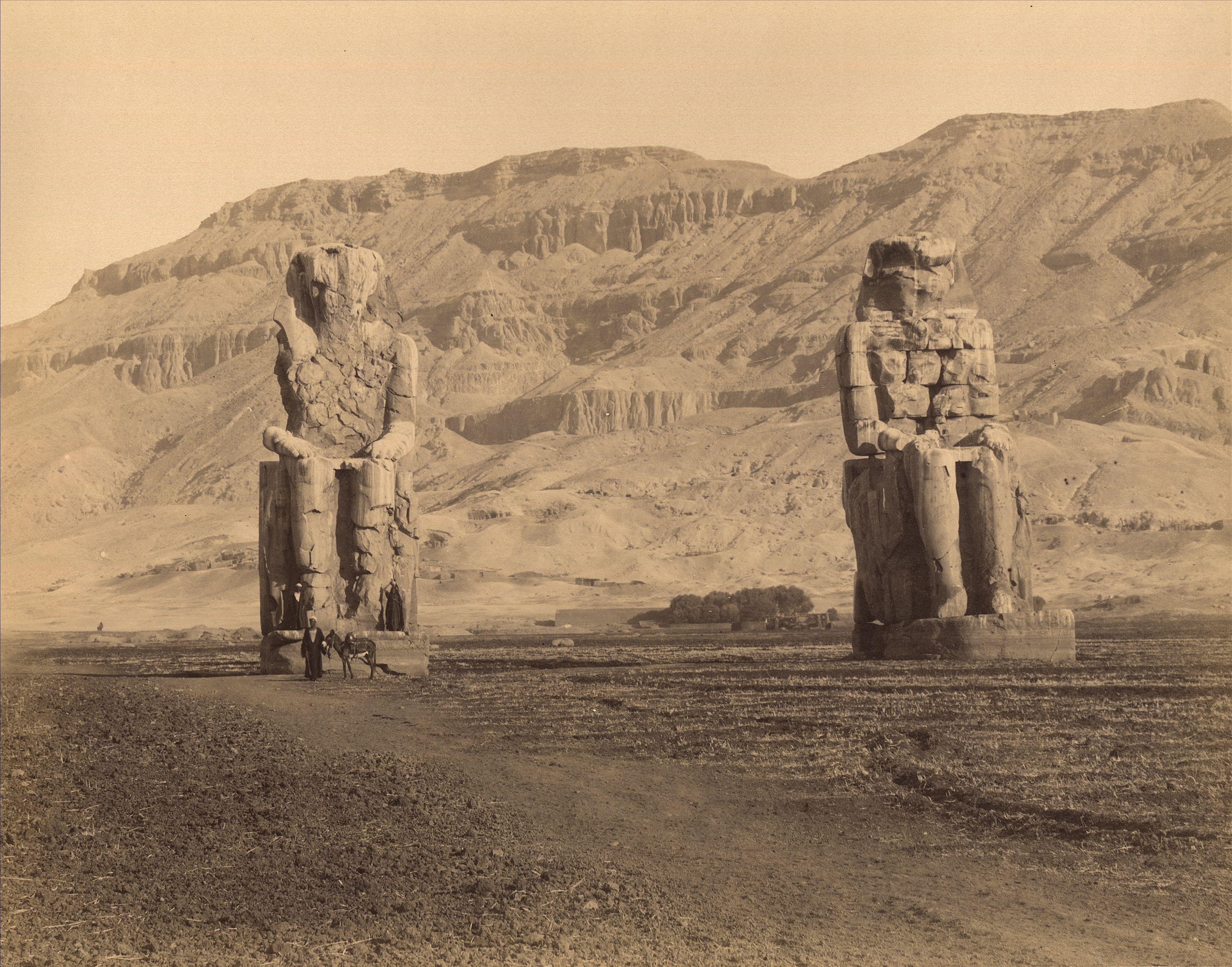 Фивы. Колоссы Мемнона (статуи фараона Аменхотепа III)