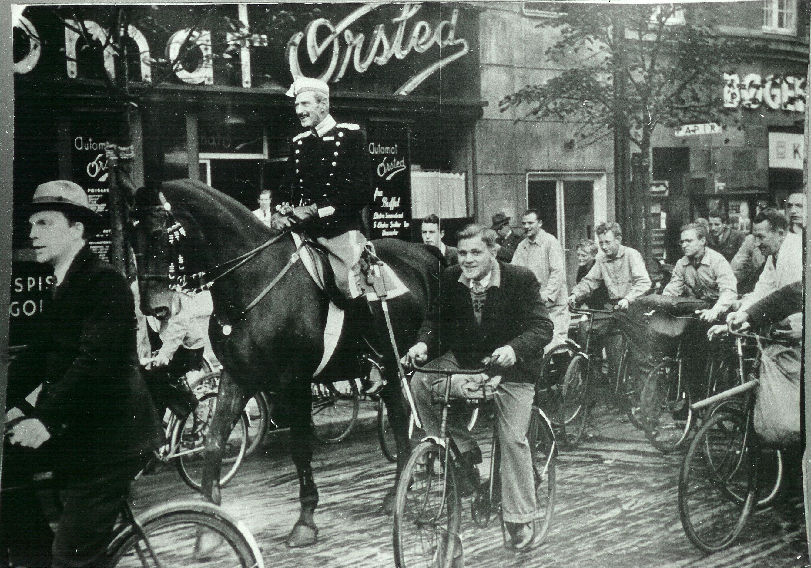1940. Король Кристиан Х на своей лошади