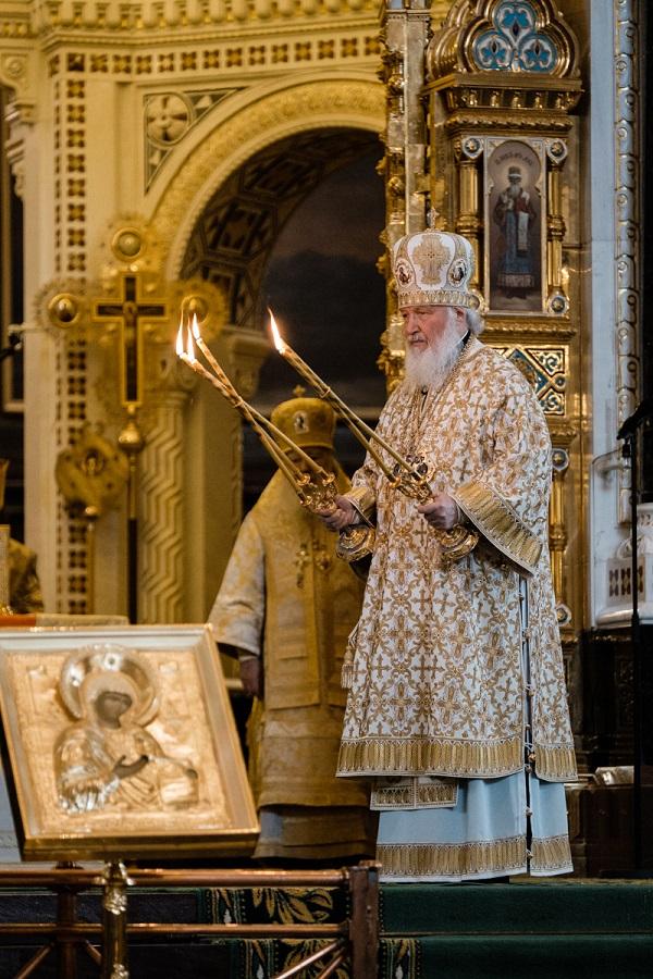 Торжественное богослужение в Храме Христа Спасителя в день рождения  — 71 год — Святейшего Патриарха Кирилла (20 ноября 2017)