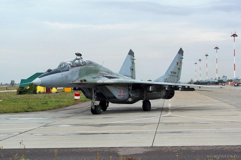 Микоян-Гуревич МиГ-29УБ (RF-92269 / 33 красный) ВКС России 0117_D805835