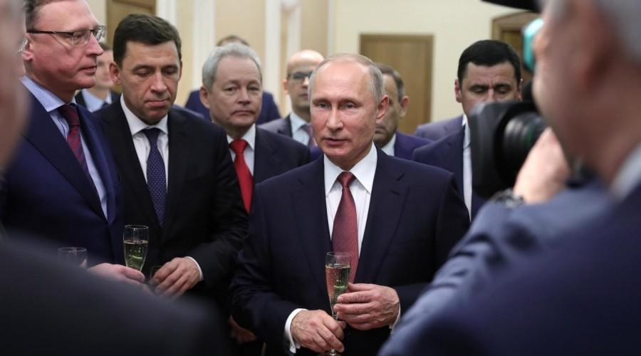 Владимир Путин встретился с действующими и бывшими главами регионов