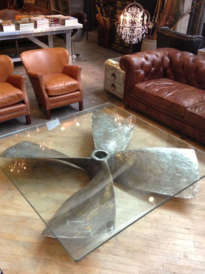 Кофейный столик с основанием из пропеллера.