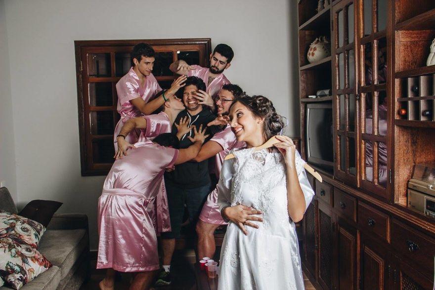 У невесты не было подруг, и она устроила «девичник» с друзьями-мужчинами