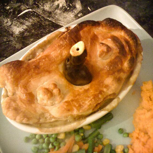Внекоторых областях Литвы пирог сначинкой извороньего мяса несчитался чем-то необычным, его даже