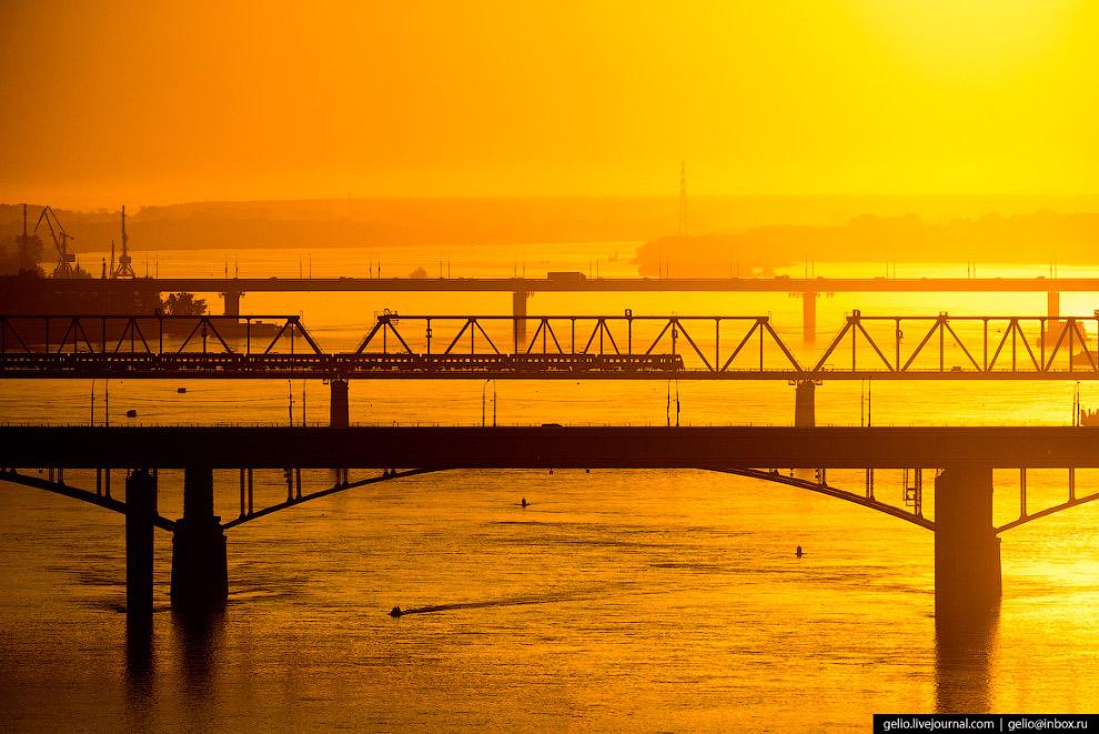56. Коммунальный (он же «Октябрьский» и «Старый») мост через Обь был открыт осенью 1955 года.