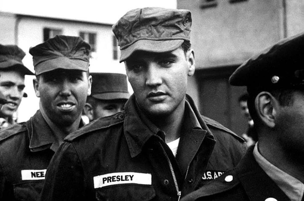 3. Элвис Пресли в армии, 1958 год.