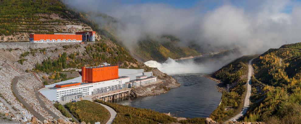 17. Напорные сооружения ГЭС образуют крупное Колымское водохранилище сезонного регулирования (коэффи