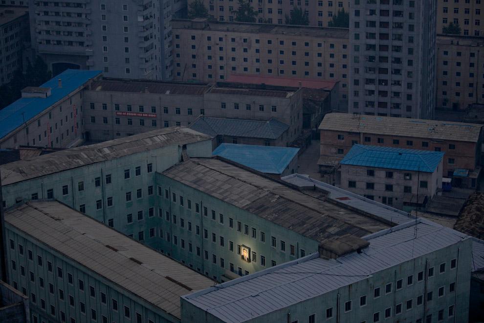 12. Архитектура центральной части Пхеньяна. (Фото Damir Sagolj):