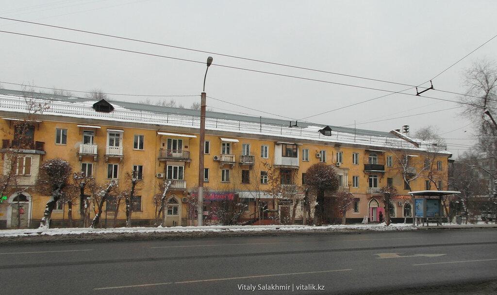 Желтый дом на Гоголя Байтурсынова.