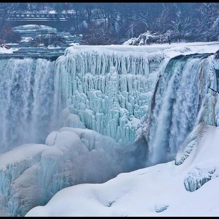Ниагарский водопад замерз водопад, водопада, более, холодной, зимой, спросить, замораживания, полного, приходится, Ниагарский, через, секунду, замерзал, каждую, поток, «приостановился», известный, иллюзия, сложилась, погоды