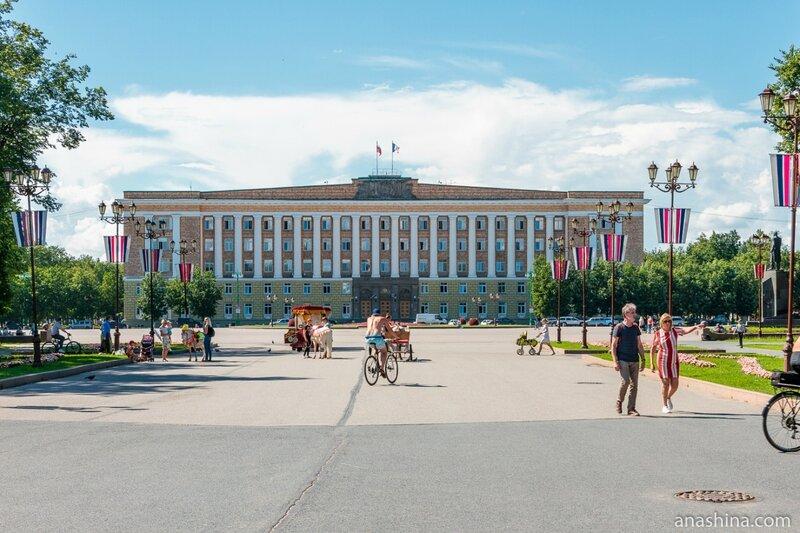 Административное здание на площади Победы, Новгород Великий