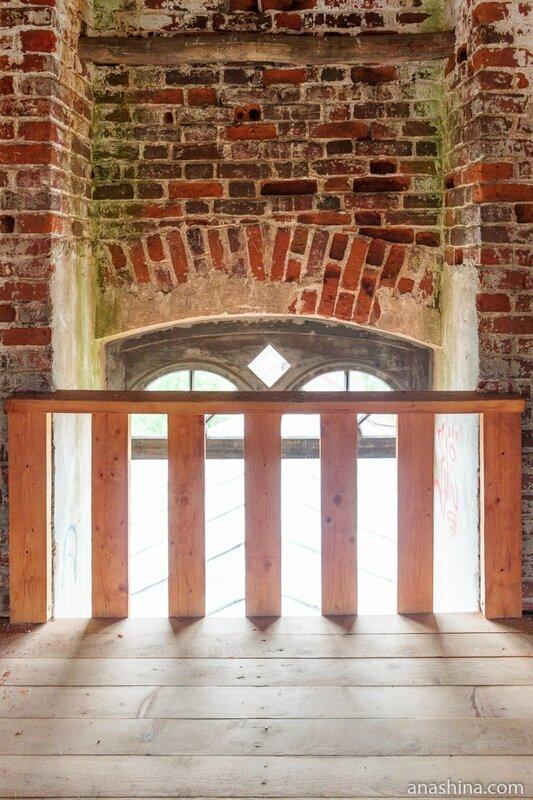 Внутри колокольни, Новоторжский Борисоглебский монастырь, Торжок