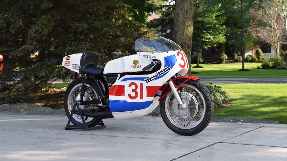 Старинный спортбайк Yamaha TD3 Mike Devlin 1972
