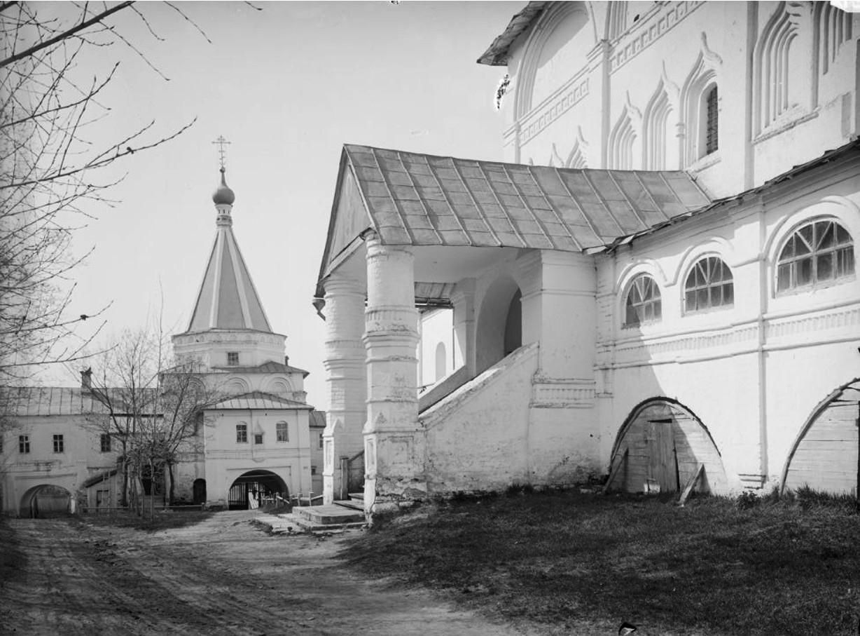 Печерский монастырь. Вид на Вознесенский собор